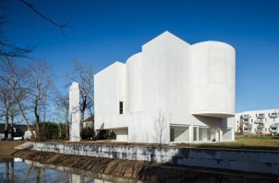 The church ofSaint-Jacques-de-la-Lande
