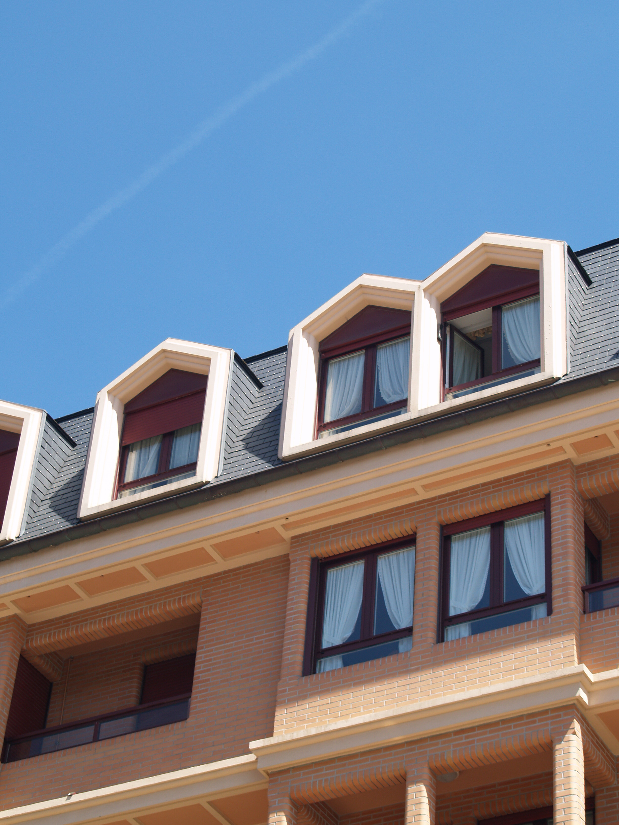 Decorative cornices and Window Surrounds in Zarauz
