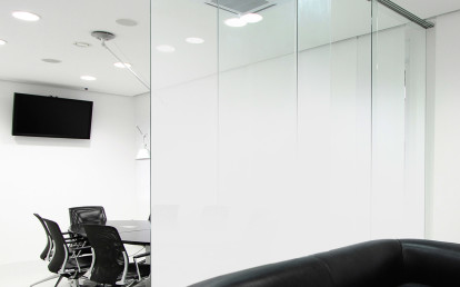 """Ultra-White Fade®"" Glass Wall"