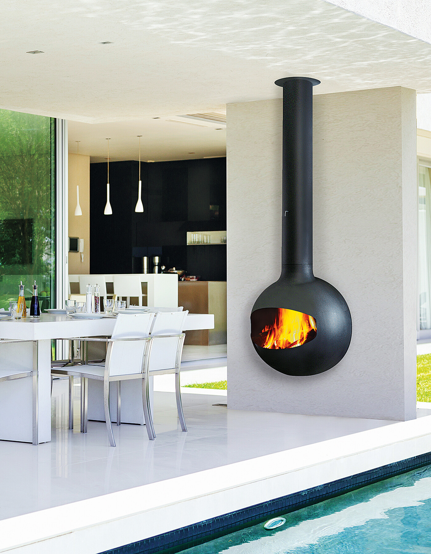 Emifocus Outdoor Fireplace