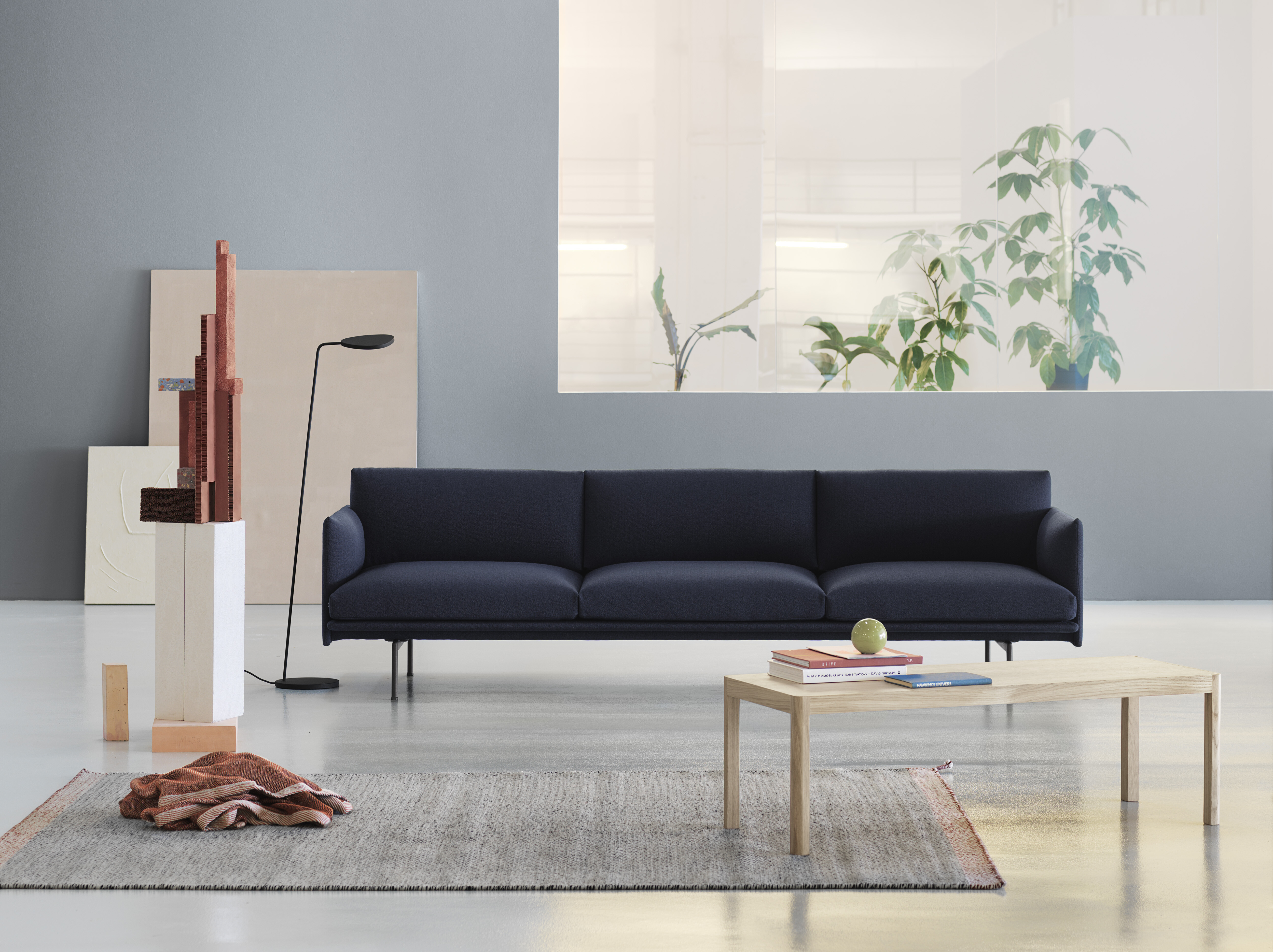 Outline Sofa - 3 1/2 Seater