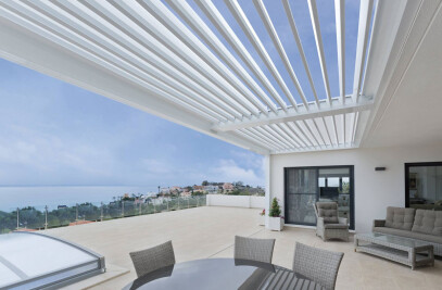 Saxun Pergola installed in the coast of Alicante