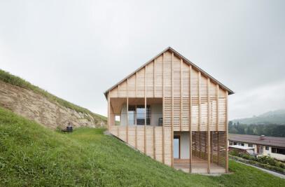 THE HÖLLER HOUSE