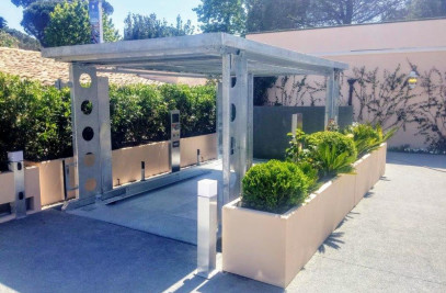 CAR LIFT INSTALLED IN THE SMALL AND VIBRANT VILLA