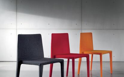 Pura upholstered in Kvadrat fabric