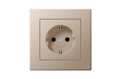 A Creation SCHUKO-Socket in champagne