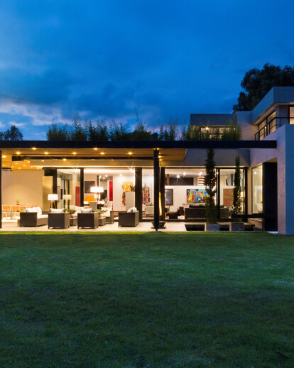Colombian Gallery House