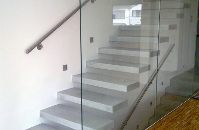 Floating stair in concrete