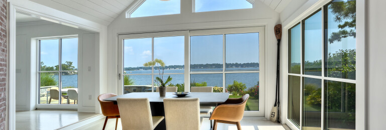 Stamford on the Water - bright and airy dining room
