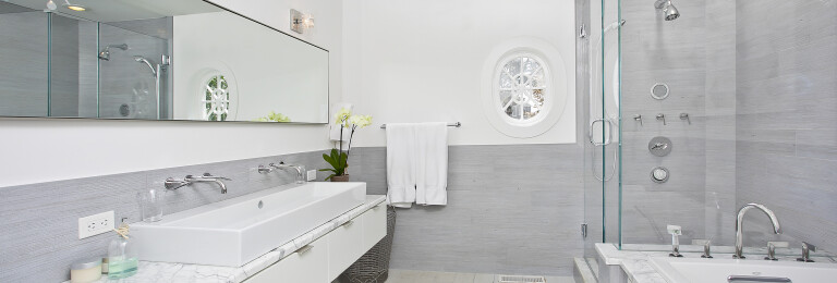 Stamford on the Water - master bath