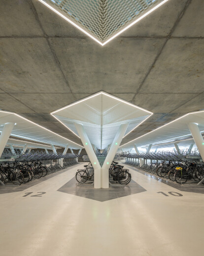 Strawinskylaan bicycle parking