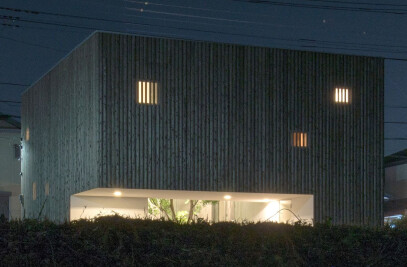 House that opens up to its inside
