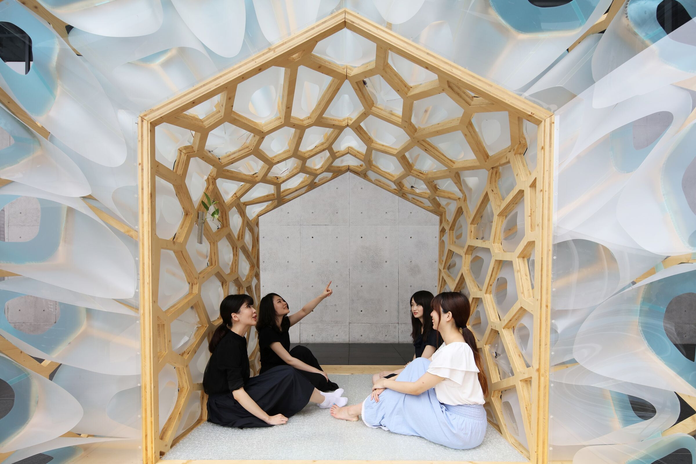Porous Manifold as a Japanese Tearoom