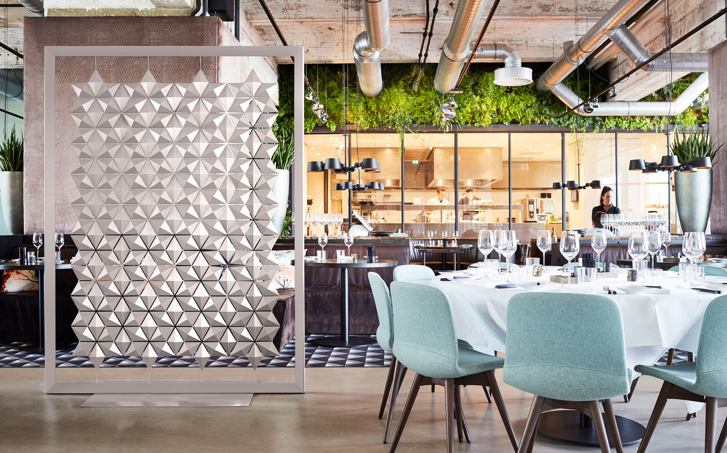 Freestanding restaurant divider Facet by Bloomming