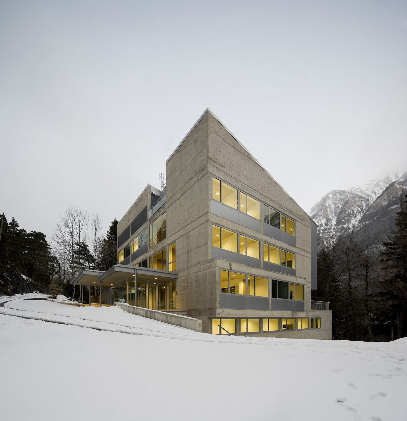 Building for the Underground Laboratory