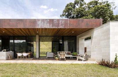 Entremuros House