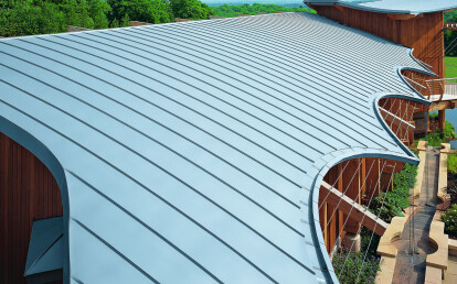 Standing seam roofing system