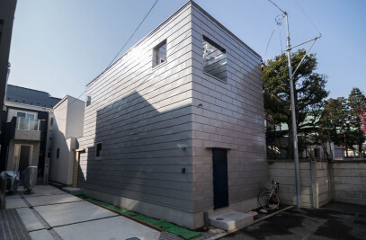 House with a passing yard