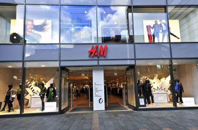 Toughened Glass Shopfront Installation for H&M