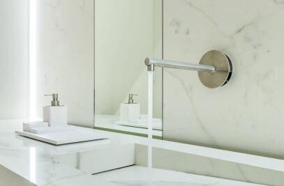 Ceramic bathroom furnishings