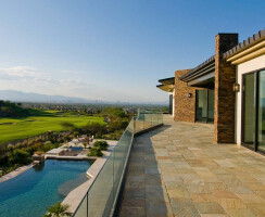 The Series 600 Multi-Slides frame beautiful views of the golf course behind Rick Salters' Las Vegas-area home.