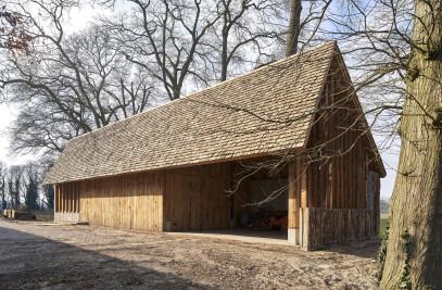 Sixteen-Oak Barn / Zestien Eiken Schuur