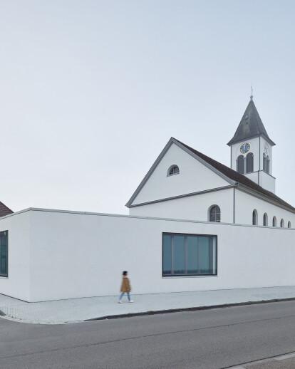 Gemeindehaus und Christuskirche