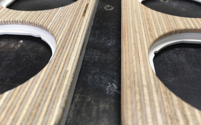 Plexwood R.1 frames come in multiple models, in two wood types. Left = Birch plywood / Right = Pine plywood
