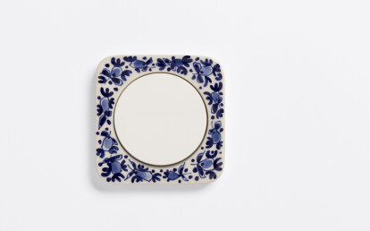 Single R.1 frame from ceramics with handdecorated Delft Blue signature decor