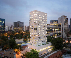 VN Ferreira Lobo is located near the office towers of Faria Lima in São Paulo, with an architecture that questions the monotony of the context in which it is inserted.
