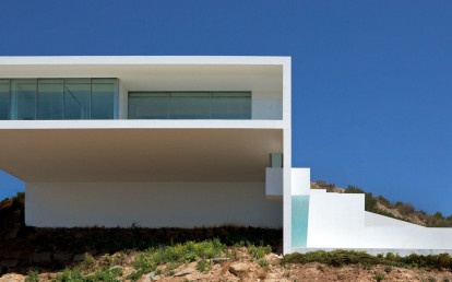House on the cliff by Fran Silvestre Arquitectos -