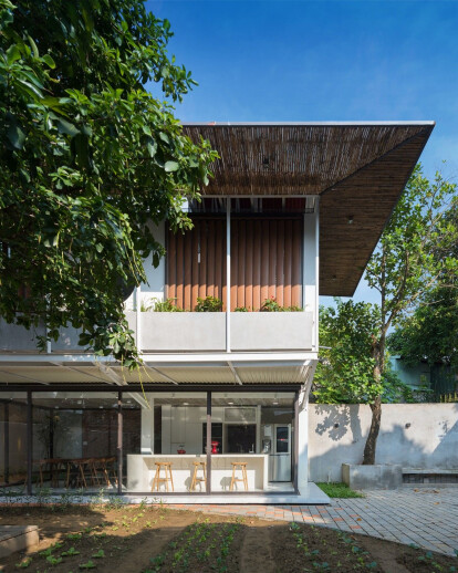 Stacking-Roof House