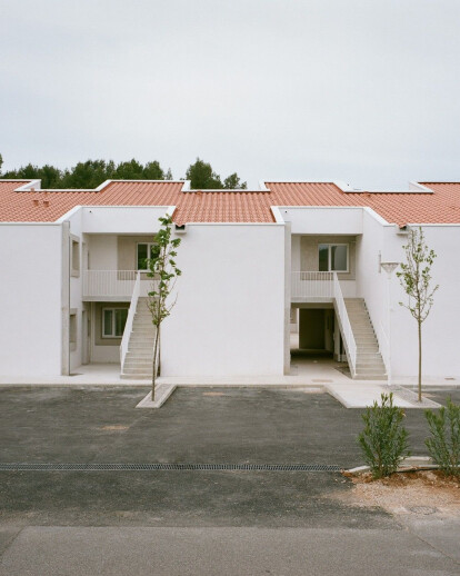 12 Social Housing In Jouques