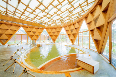 Shigeru Ban realizes Japanese spa resort with signature paper tube columns