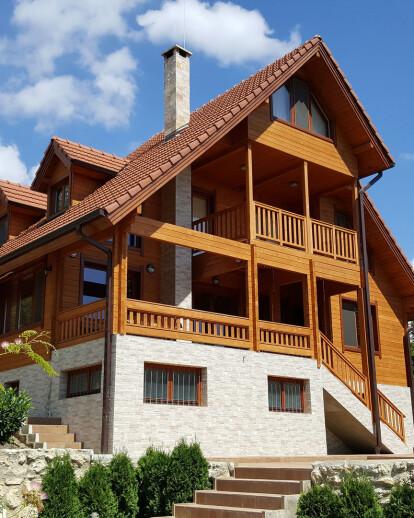 "House ""Slavovi"""