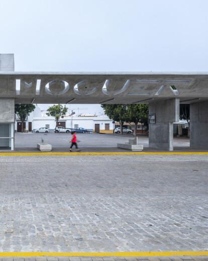 "Apeadero de autobuses ""Puerta de Moguer"""