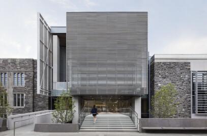 Julis Romo Rabinowitz Building / Louis A. Simpson