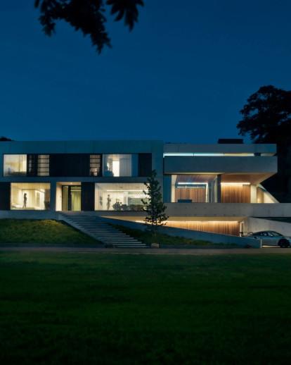 Dreessen Willemse Architecten digs exposed concrete villa into Dutch hillside