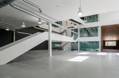 """Ariochoob"" Industrial Showroom & Office"