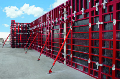 MAXIMO wall formwork in combination with TRIO wall formwork and RCS steel walers