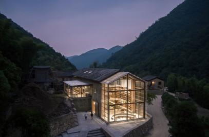Capsule Hotel and Bookstore in Village Qinglongwu