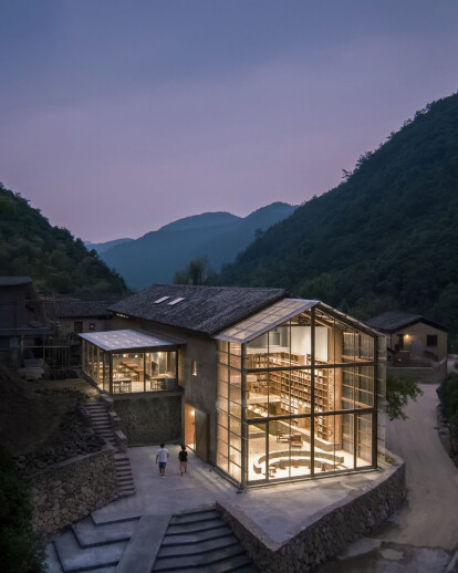 Capsule Hotel and Bookstore in Village Qinglongwu