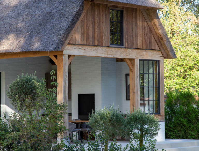 Coherent design: the modern Frisian villa with its colours and design harmoniously blends in with the natural setting.