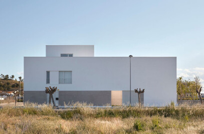 Minimalism in the Valencian orchard