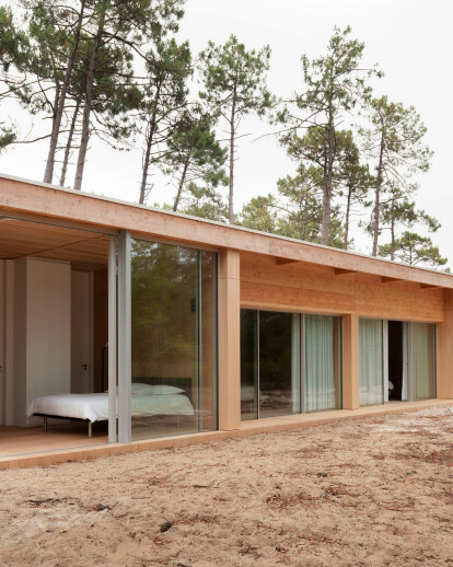 Villa in the woods pushes the limits of glass and wood