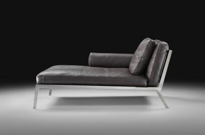 Happy chaise longue
