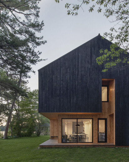 Striking Quebec cabin centred around a dramatic interior canyon form