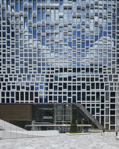 UNStudio retrofits headquarters of the world's market leader in solar panels Hanwha in Seoul