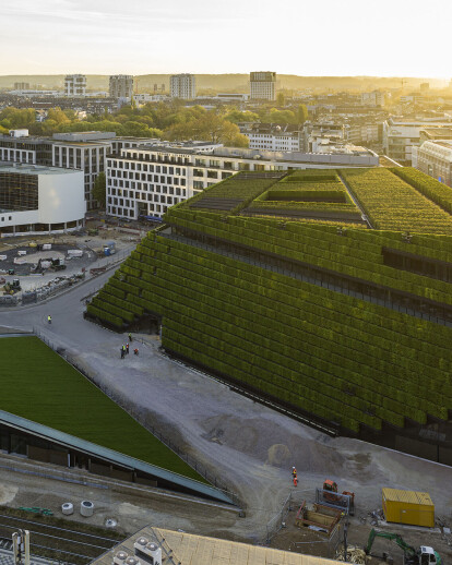 Ingenhoven completes Europe's largest green facade