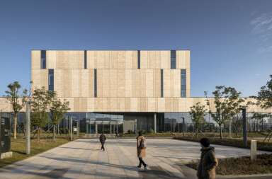 Schmidt Hammer Lassen Architects organizes Ningbo New Library around an 8,000 square meter open square on the first floor